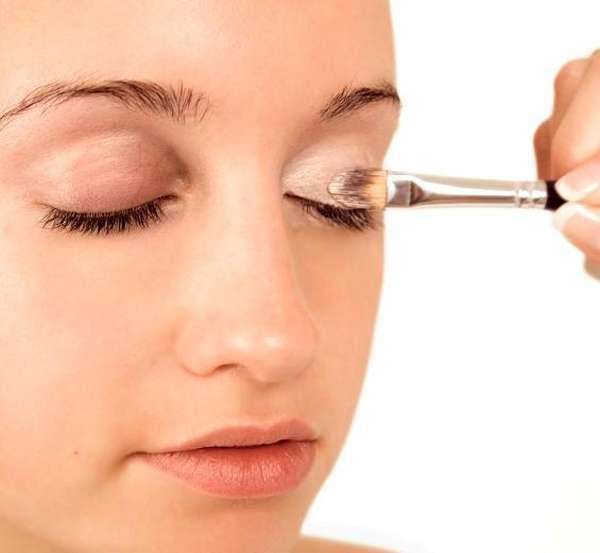 Perfectly winged eyeliner makeup tutorial